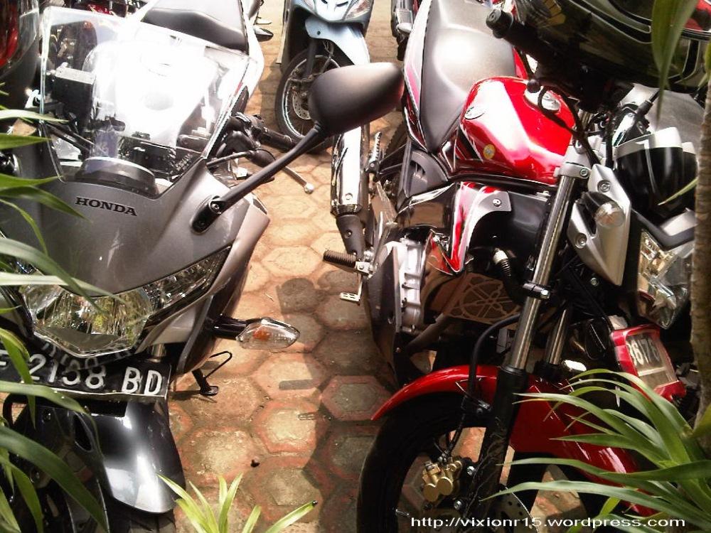 motor ane (disebelah) CBR 250 R haha (3/3)