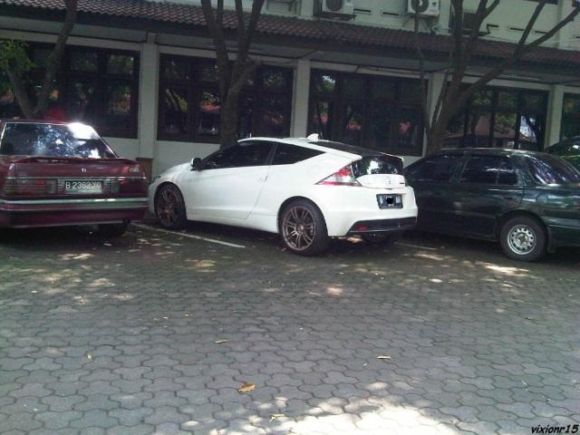 honda CRZ di parkiran kampus